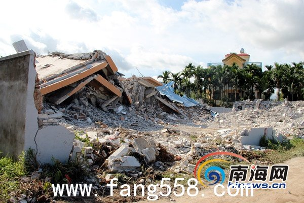 三亚小产权房被拆 村民趁业主不在搬走家具