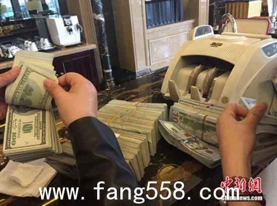 杭州男子捧33万美金现钞买房称来不及兑换(图)
