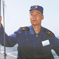 12年前,这位老艇长为了营救战友,被大浪吞噬