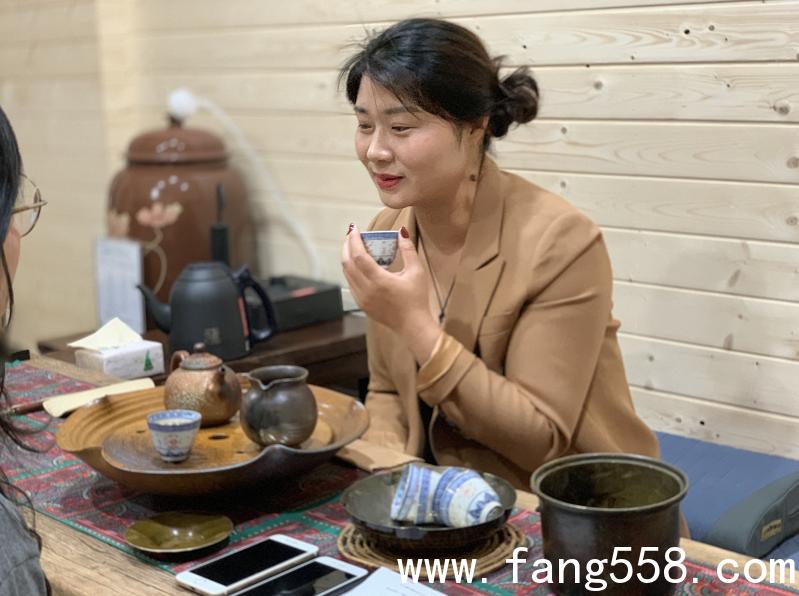 """""""龙岗活地图"""",中原女店董掌握四种语言?"""